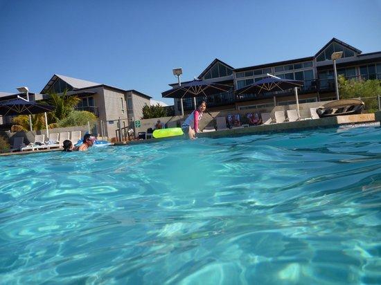Novotel Ningaloo Resort: View to rooms across pool