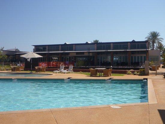 Mantarays Ningaloo Beach Resort: Main hotel building