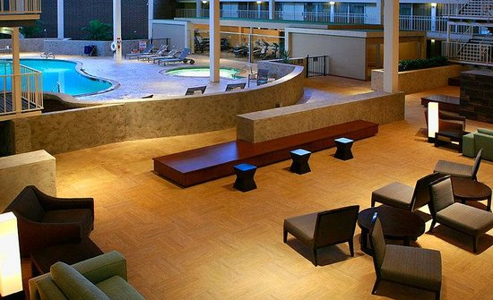 Holiday Inn Hotel and Conference Center Detroit - Livonia: Lobby Lounge