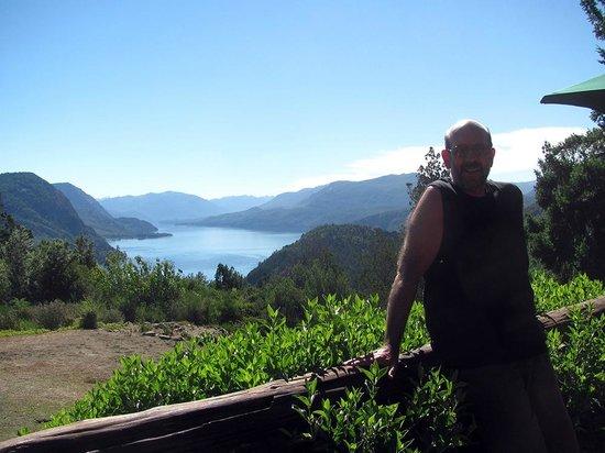 Arrayan Hostería de Montana y Casa de Te: Vista del Lacar desde el deck de la casa de té