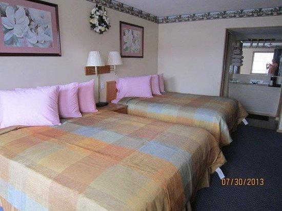 Budget Inn Cassville: Two Bed Photo