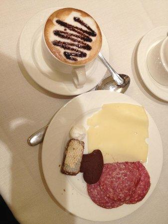Hotel Antiche Figure: Wonderful breakfast buffet with AMAZING cappuccino!