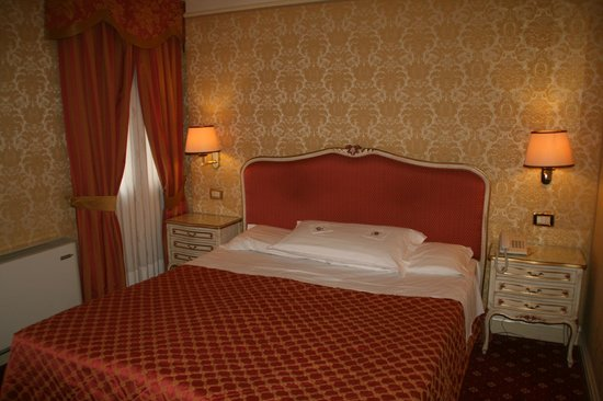 Hotel Antiche Figure: Super comfortable king bed