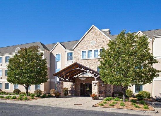 Staybridge Suites Peoria Downtown: Hotel Exterior