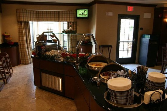 Staybridge Suites Eastchase Montgomery : Breakfast Bar