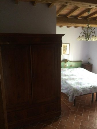 Al Giardino degli Etruschi: One of the bedrooms in the apartment