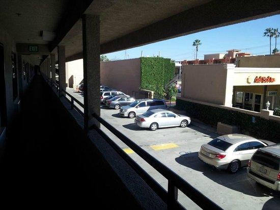 Anaheim Desert Inn and Suites : Car Park