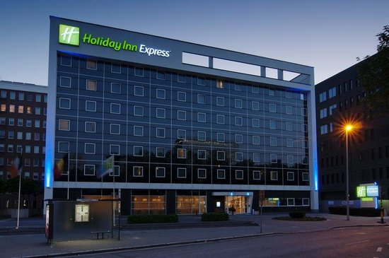 Holiday Inn Express Antwerp City North: The Hotel Exterior - Holiday Inn Express by Night