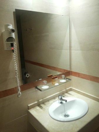Sunotel Central: Salle de bain