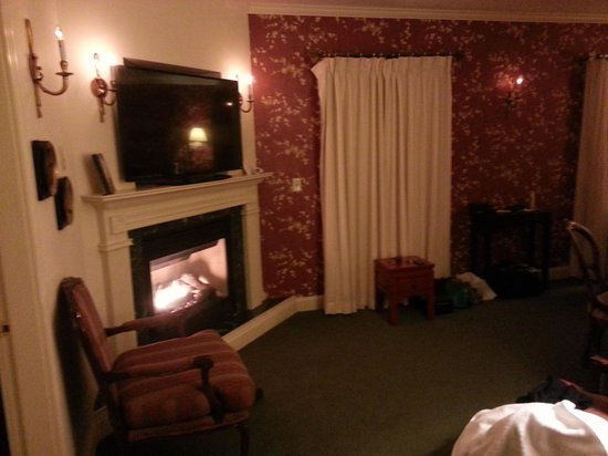 The Inn at Thorn Hill & Spa: cozy fireplace
