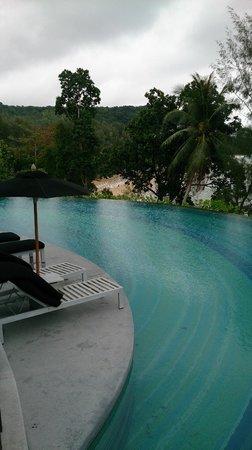 Pullman Phuket Arcadia Naithon Beach : Gorgeous cliff side pool