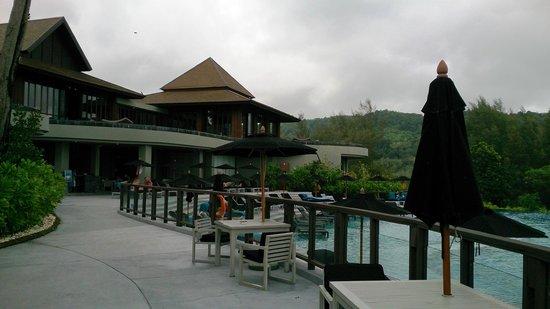 Pullman Phuket Arcadia Naithon Beach : Restaurant deck