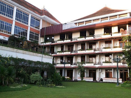 Royal Tretes View Hotel & Convention: View of the rooms.