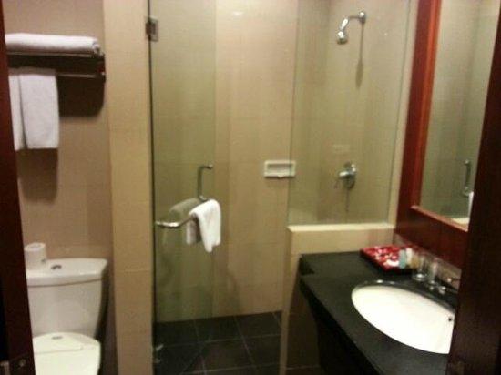 Manado Quality Hotel: Kamar Mandi