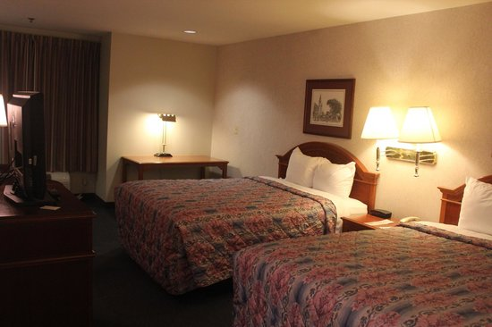 Federal City Inn & Suites: Room View with Computer Desk