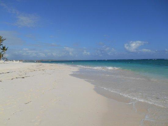 Hotel Riu Palace Punta Cana : Long walk on the beach