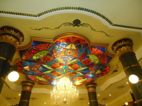 Hotel Riu Palace Punta Cana: Chandelier in the lobby