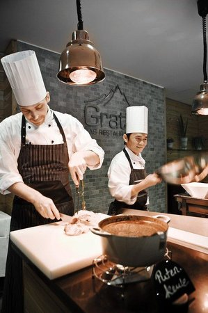 Holiday Inn München - City Centre: Buffet live cooking