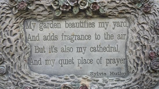 Seas The Day B&B: one of many beautiful plaques around the garden