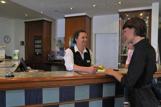 Quality Hotel Dresden West: Reception