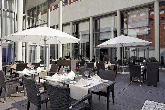 Sheraton Hannover Pelikan Hotel: Restaurant Terrace