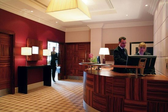 Crowne Plaza Hotel Reading: Caversham Business Centre Reception