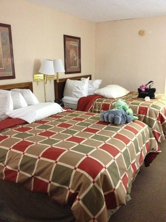 Baymont Inn & Suites Sevierville Pigeon Forge: Room from the other angel