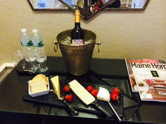 Captain Fairfield Inn: Cheese Platter and Wine