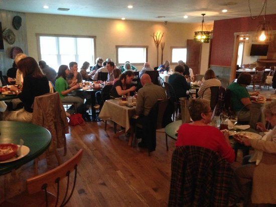 Heston Farm's Foxfire Restaurant: Lively & friendly atmosphere