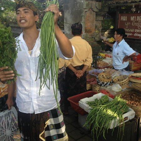 Lobong Culinary Experience: Our host in the market