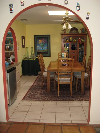 Chocolate Turtle Bed and Breakfast : Dining/Breakfast Room