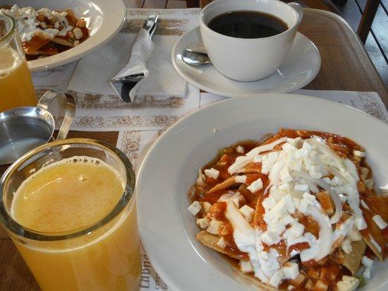 Hotel Posada Sian Ka'an: Chilaqures breakfast