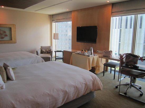 Four Seasons Hotel Tokyo at Marunouchi : Enormous room