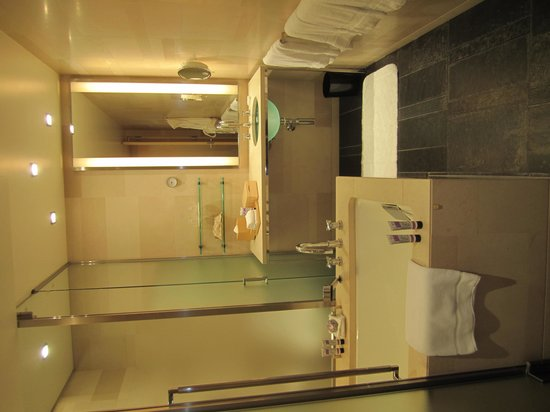 Four Seasons Hotel Tokyo at Marunouchi : Bathroom to die for