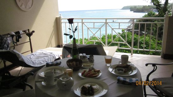 Sandals Royal Plantation : Room Service breakfast on room 255 verandah