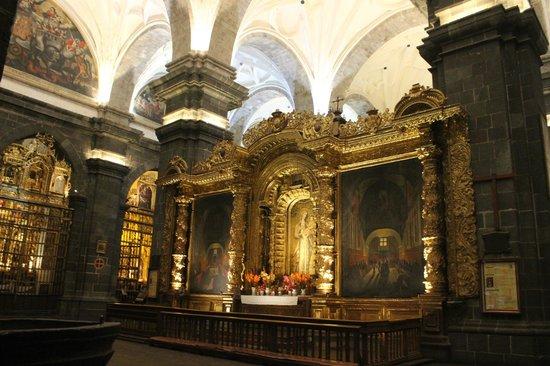 Catedral del Cuzco o Catedral Basílica de la Virgen de la Asunción: Gigantescas pinturas