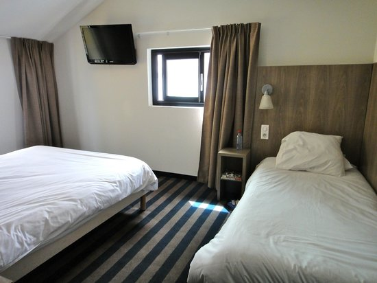 Panorama Hotel : Triple Room (single bed)
