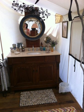 The Depot Lodge: Bathroom