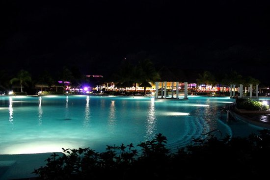 Grand Palladium White Sand Resort & Spa : Pool at night