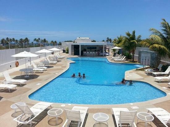 Agua Dorada Beach Hotel by LIDOTEL: Poolbar y piscina