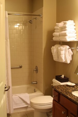 Wyndham La Belle Maison : Bathroom