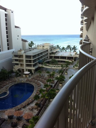 Outrigger Reef Waikiki Beach Resort: Partial Ocean view room