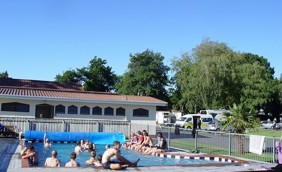 Whanganui River Top 10 Holiday Park : Swimming Pool (heated September-Easter)