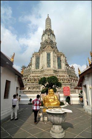 Wat Arun (Tempel der Morgenröte): Tampak depan
