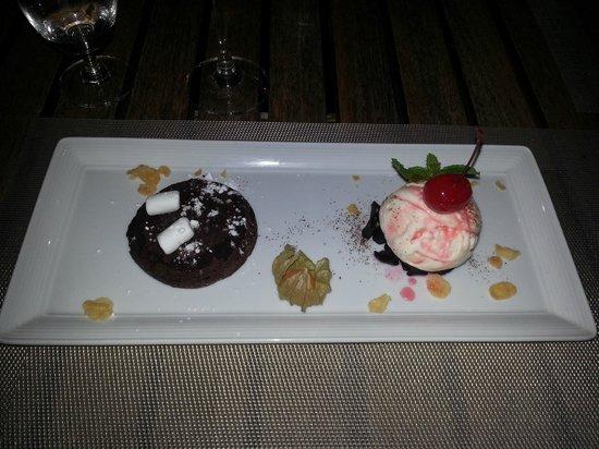Ad Hoc Beach Cafe : Chocolate Fondant with Vanilla ice cream