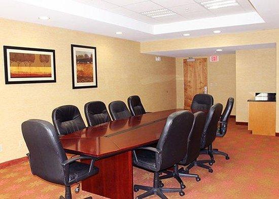 Comfort Suites Salem: VABoard Room