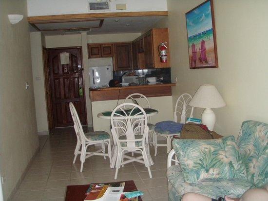 SunBreeze Suites: Living, dining, kitchen area
