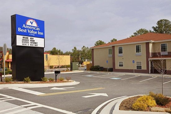 Americas Best Value Inn & Suites-Mableton/Atlanta : Exterior with Sign