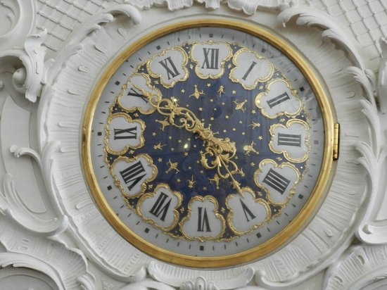 Catherine Palace and Park : Ornate clock.