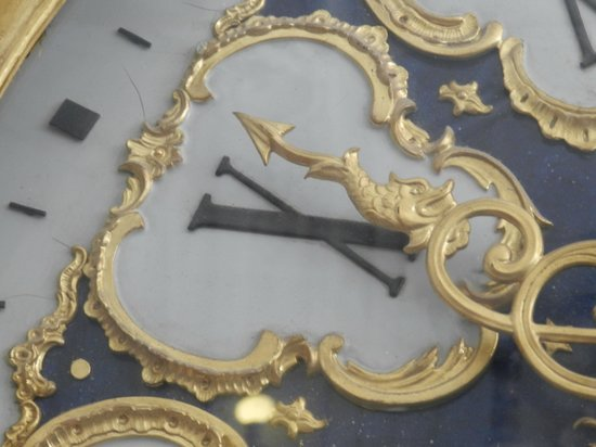 Catherine Palace and Park : Close-up of the clock.